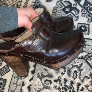 Frye fur lined brown clogs size 6